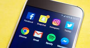 Mails, messagerie instantanée... Les salariés submergés par leur smartphone, surtout les plus jeunes