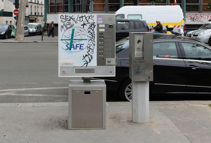 800px-Automate_dechange_de_seringues_rue_du_Faubourg-Saint-Martin_Paris_01-630x0-720x490
