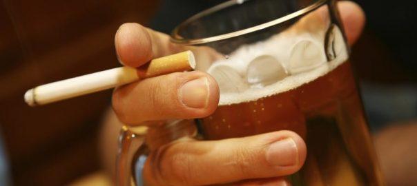TABAC / Pourquoi aime-t-on tant fumer lorsqu'on boit de l'alcool?