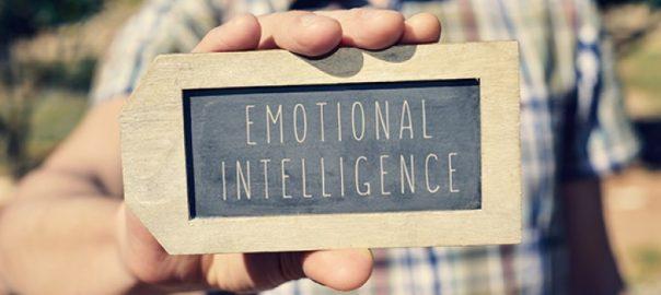 Les personnes avec trouble de l'usage d'alcool traitent-elles les émotions interpersonnelles et intra-personnelles différemment des personnes sans trouble de l'usage d'alcool ?