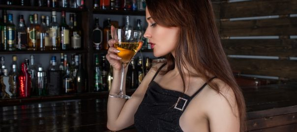 Alcoolisme : pourquoi les « wonder women » sont-elles de plus en plus touchées ?
