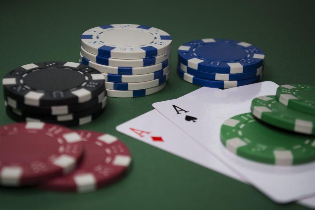 Addiction Jeux de hasard et d'argent - Problèmes de jeu et vulnérabilité psychologique : le rôle médiationnel des distorsions cognitives