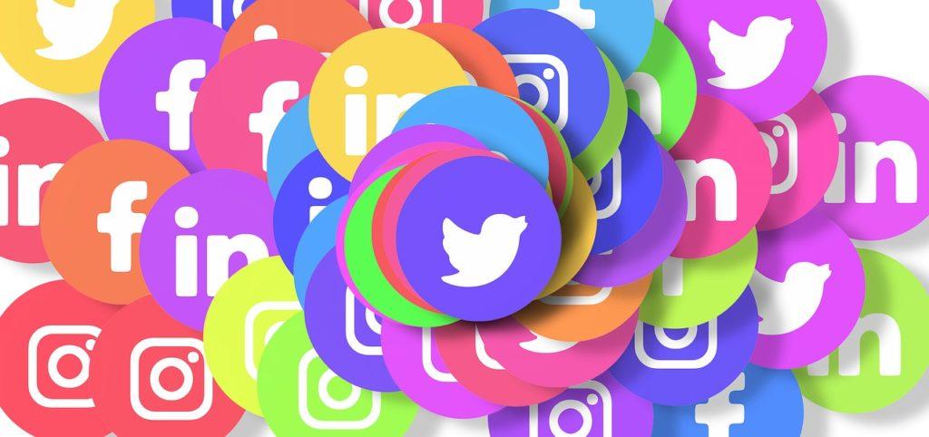 Addiction Autres addictions comportementales - Le cri d'alarme d'ex-cadres de Google et Facebook: le smartphone et les réseaux sociaux rendent accro