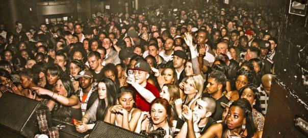 ALCOOL / Quand on boit trop pendant un concert, les oreilles trinquent