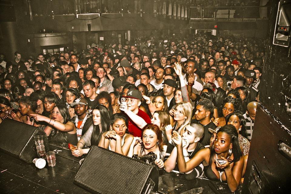Addiction Alcool - ALCOOL / Quand on boit trop pendant un concert, les oreilles trinquent
