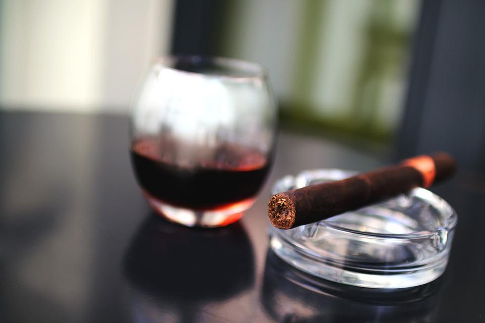 Addiction Alcool - Alcool et tabac : une réduction moyenne de leur consommation diminuerait considérablement la mortalité par cancer