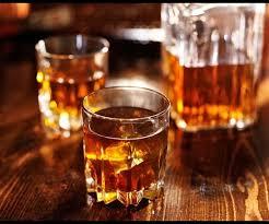 """Addiction Alcool - Laurence, 57 ans, était dépendante à l'alcool : """"Il m'est arrivé de boire de l'alcool à 90° parce que je n'avais plus de vin"""""""