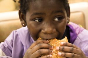Antécédents de traumatismes dans l'enfance et troubles du comportement alimentaire à l'âge adulte : résultats issus d'un échantillon américain représentatif
