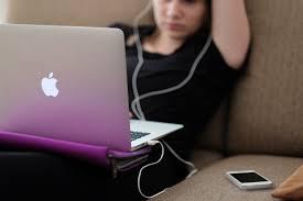 Addiction Sexe - Les adolescents confrontés à des contenus sexuels non désirés en ligne : harcèlement et « sextorsion »