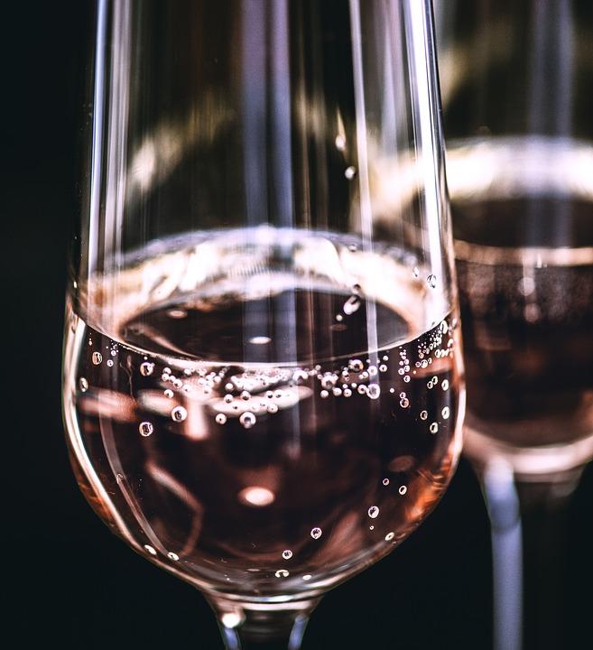 """Addiction Alcool - """"Un litre de vodka et deux bouteilles de vin par jour"""" : comme de nombreux jeunes, Paul a déjà un lourd passé d'alcoolique"""