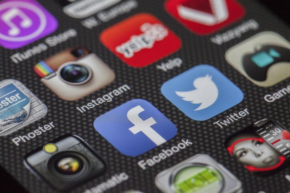 Addiction Autres addictions comportementales - Utilisation d'Instagram, aptitude à critiquer les médias et symptômes de troubles du comportement alimentaire chez les adolescentes : une étude exploratoire