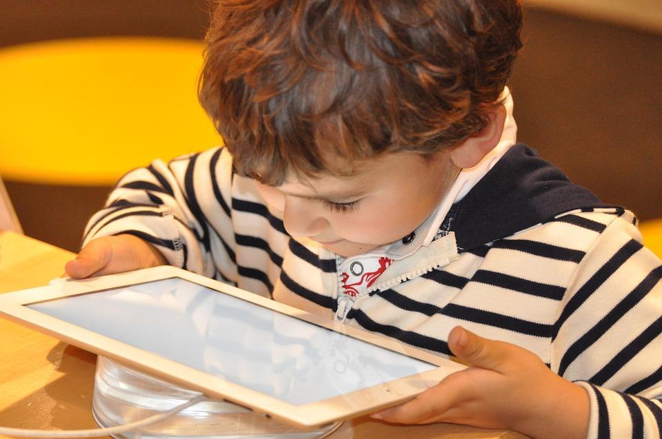 Addiction Cyberdépendances - L'impact des écrans sur la relation avec le tout-petit