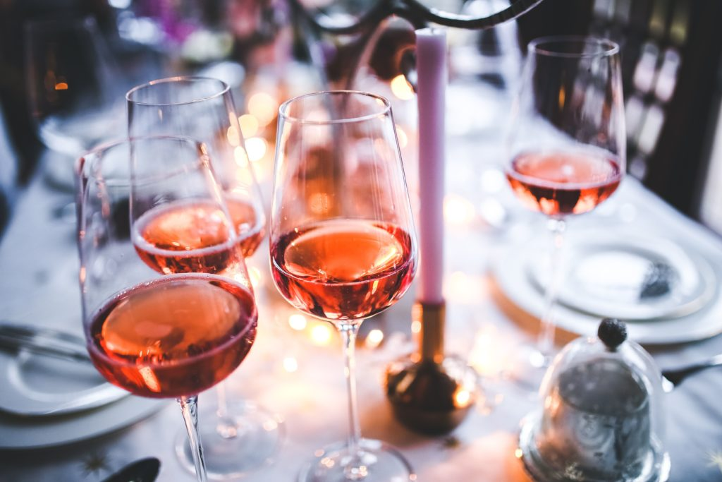 Addiction Alcool - Quand les millennials dictent les nouveaux codes du rosé (The Conversation)