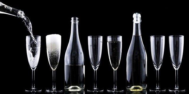 Addiction Alcool - Qui sont les forts buveurs qui ne développent pas d'addiction ? Réponse dans cette étude américaine publiée dans Drug & Alcohol Dependence.