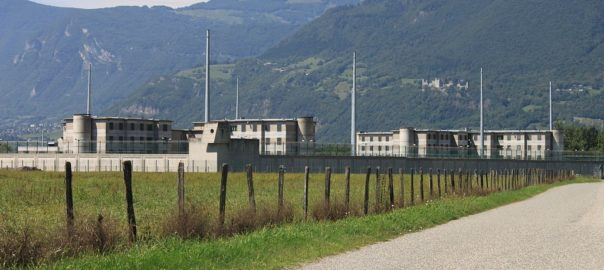 Sevrages en prison et dans les hôpitaux psychiatriques :  leçons à tirer d'un effet collatéral du confinement