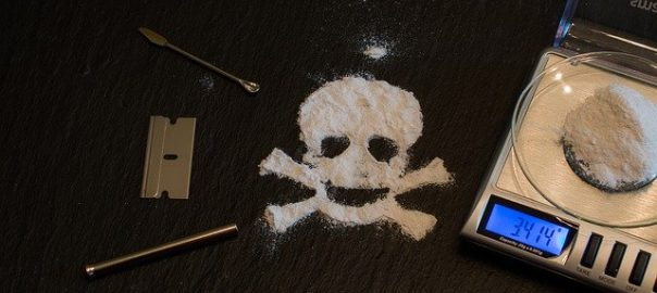 Voir : Complément d'Enquête sur la fabrication de la cocaïne - En route pour Paris, capitale européenne de la cocaïne.
